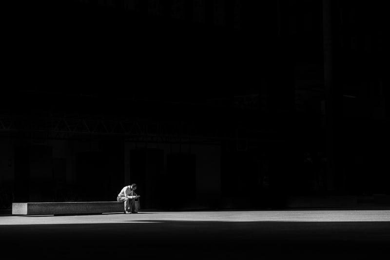 L'ingombrante presenza del sentirsi soli. Isolamento e solitudine.
